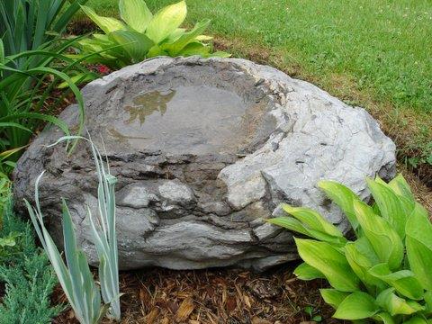 rockwaterstonenaturalbirdbathfotinov